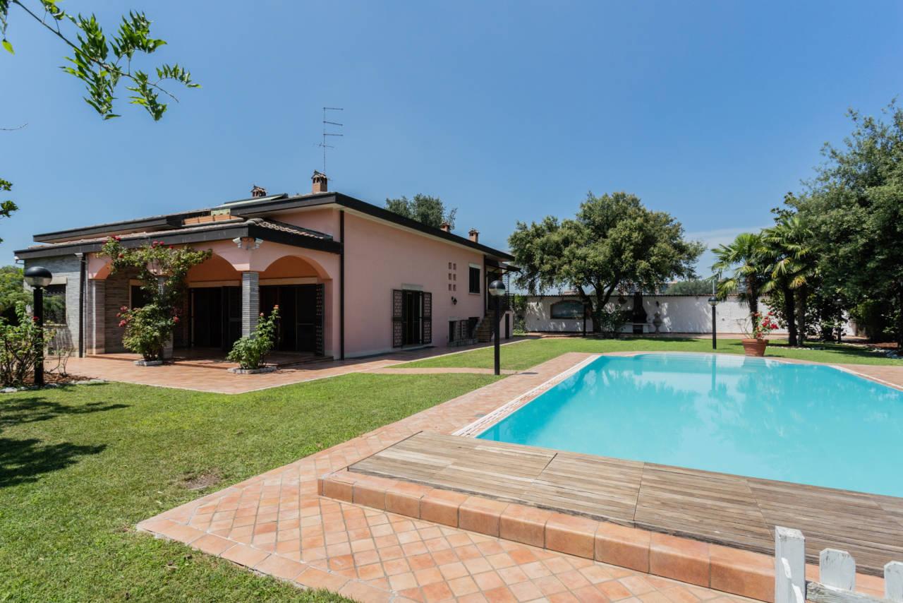 Villa con piscina in vendita a Rozzano (41)