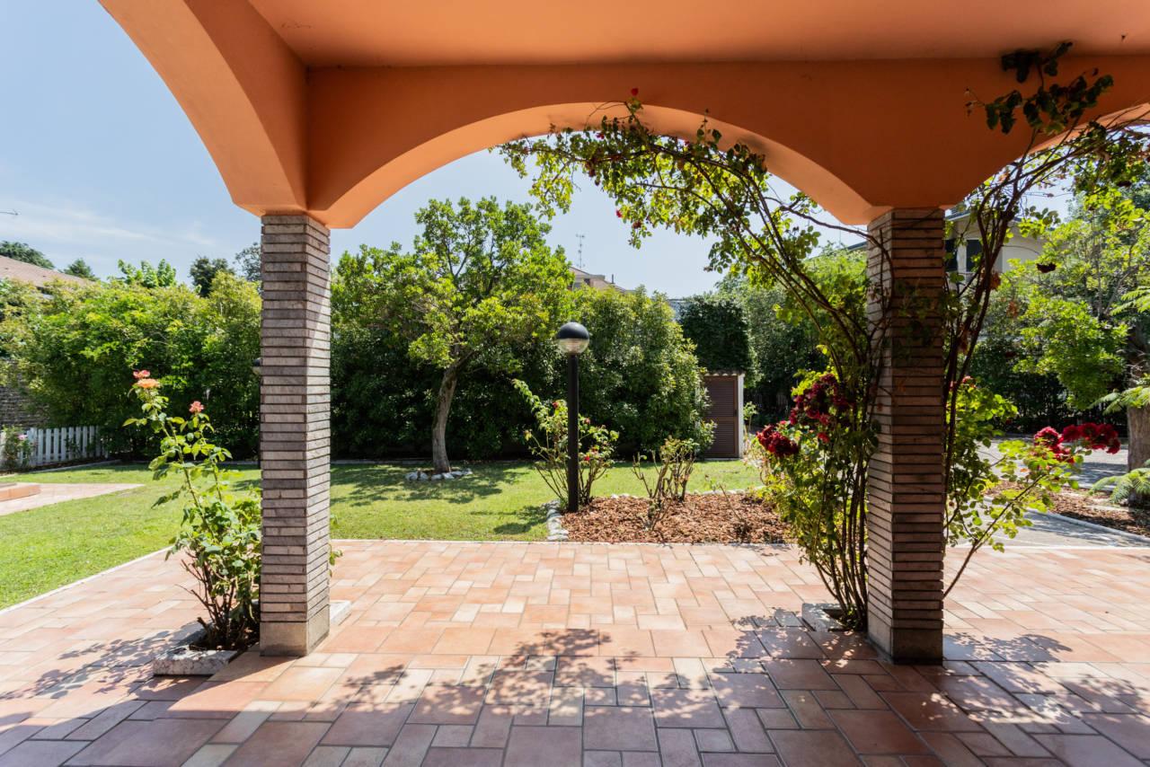 Villa con piscina in vendita a Rozzano (45)