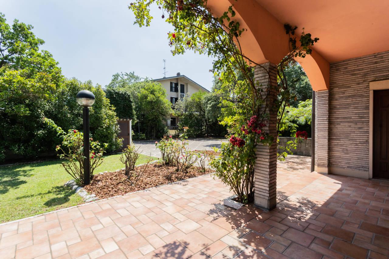 Villa con piscina in vendita a Rozzano (46)