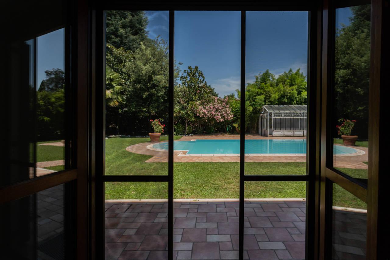Villa con piscina in vendita a Rozzano (48)