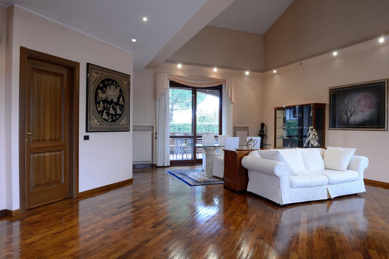 Villa singola in vendita a bernareggio agenzia for Ammobiliare casa