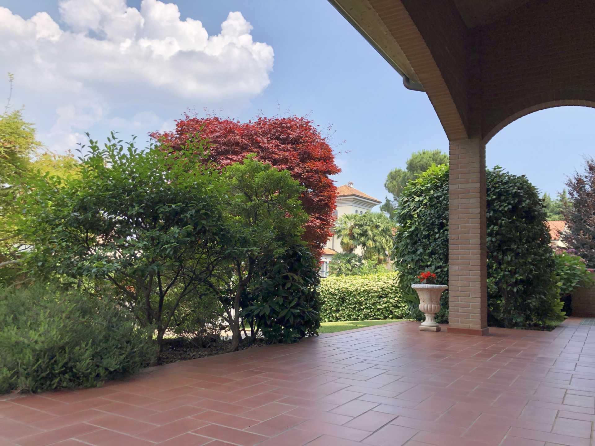 Villa-singola-in vendita-a-Bernareggio (5)