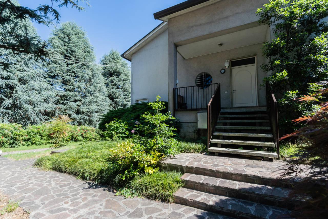 villa-singola-in-vendita-a-Casatenovo (11)