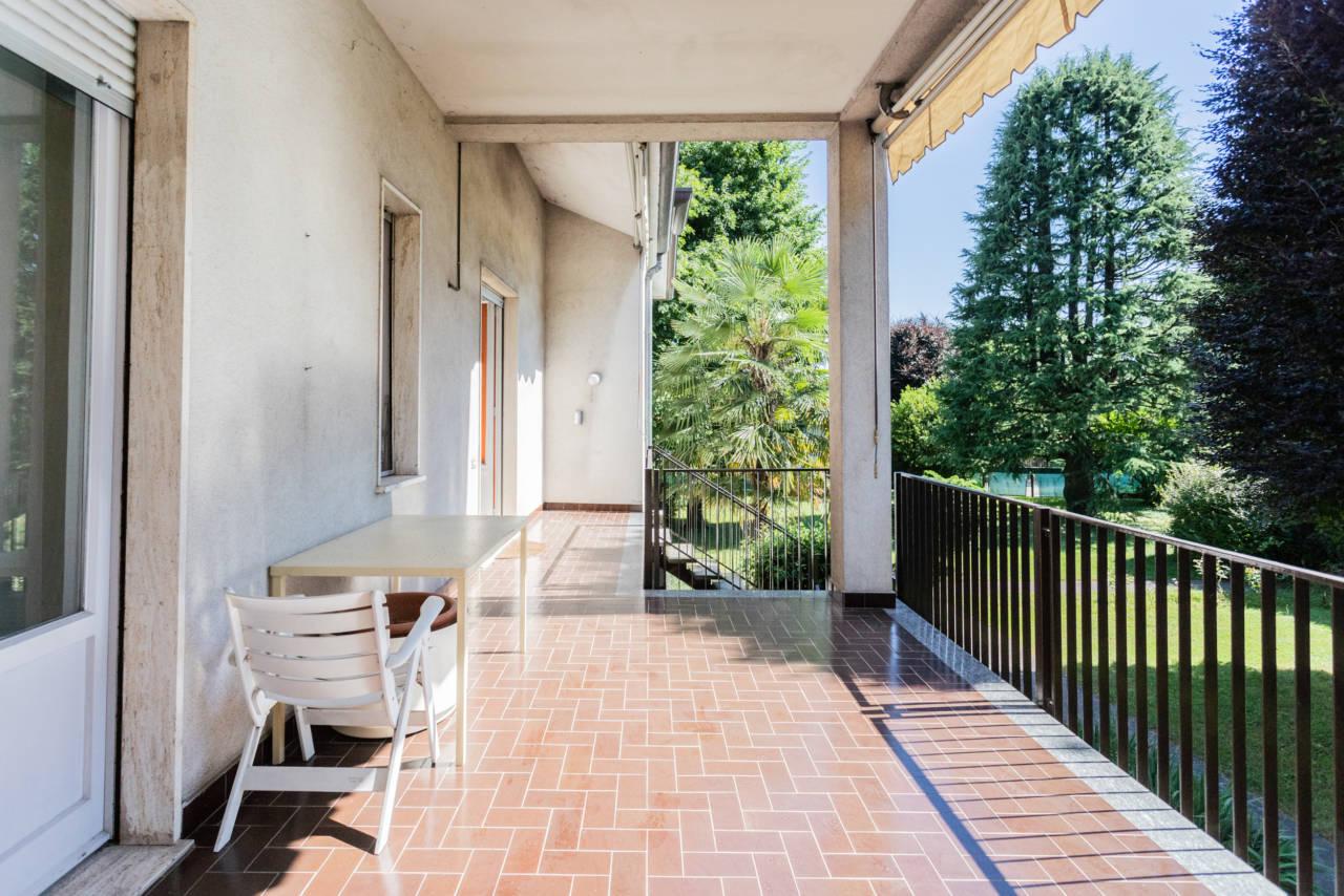 villa-singola-in-vendita-a-Casatenovo (35)