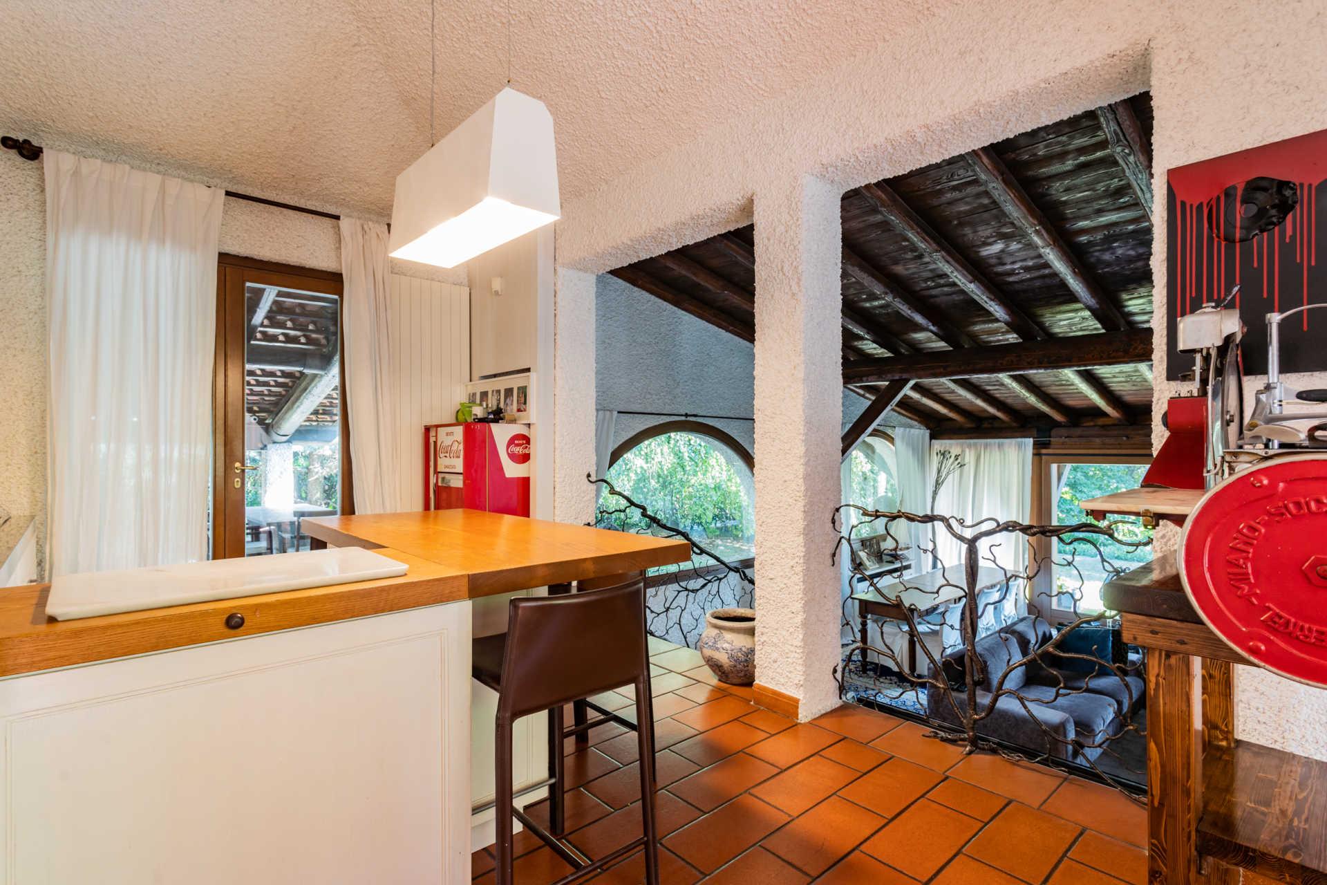 villa-con-capannoni-vendita-cabiate (19)