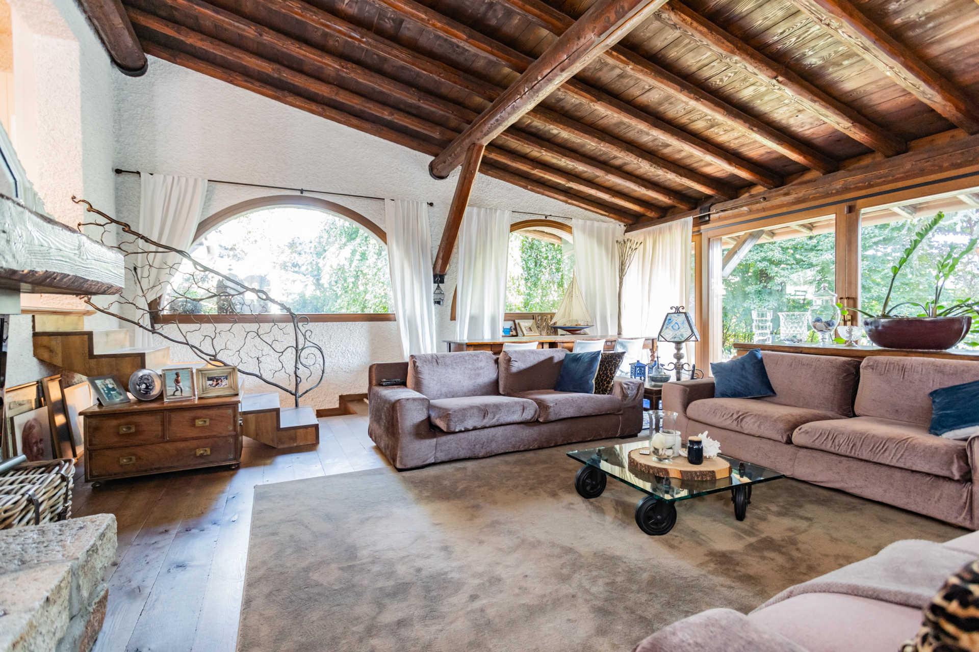 villa-con-capannoni-vendita-cabiate (26)