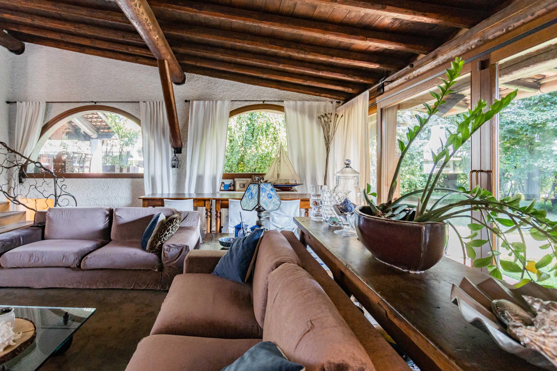 villa-con-capannoni-vendita-cabiate (29)