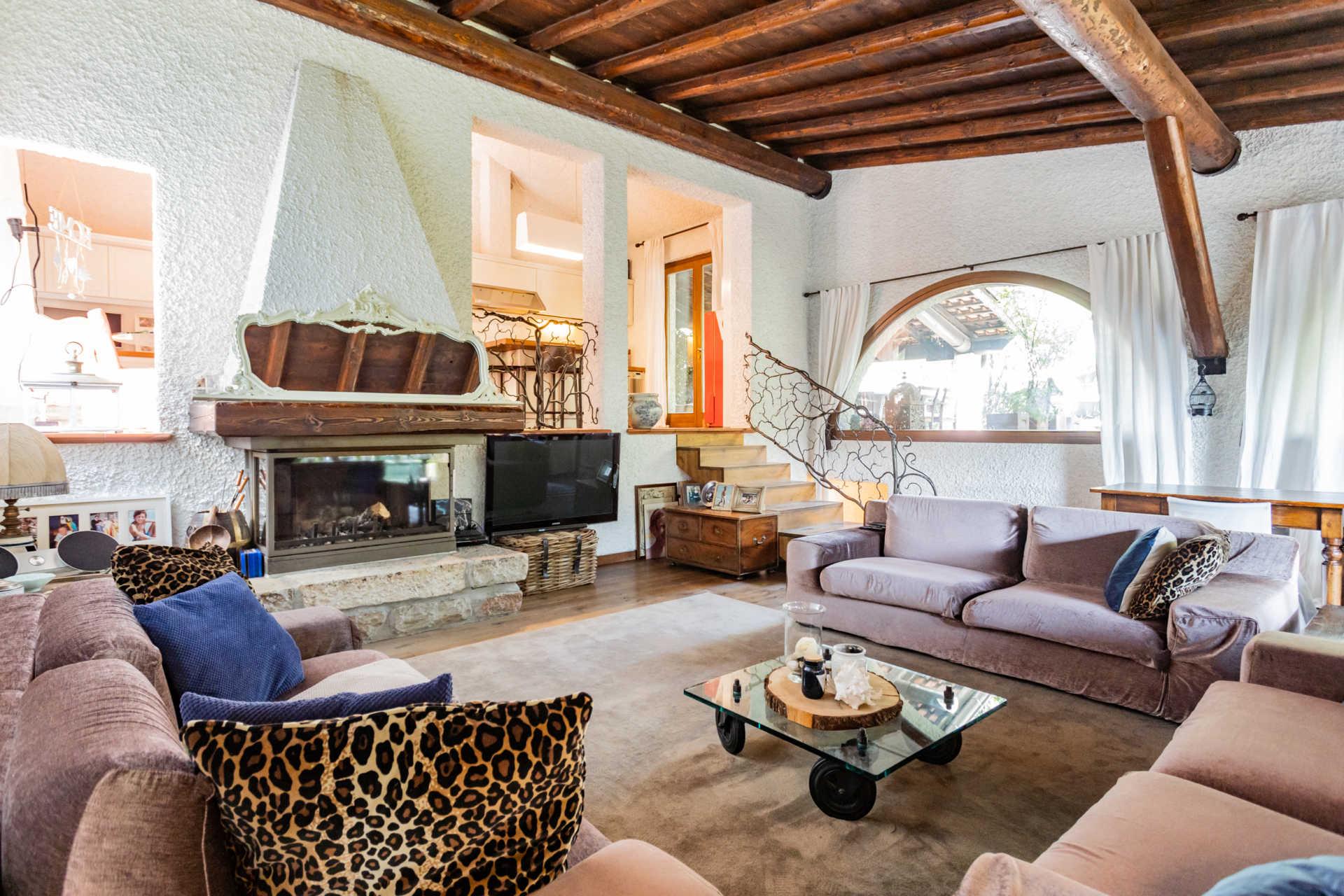 villa-con-capannoni-vendita-cabiate (30)