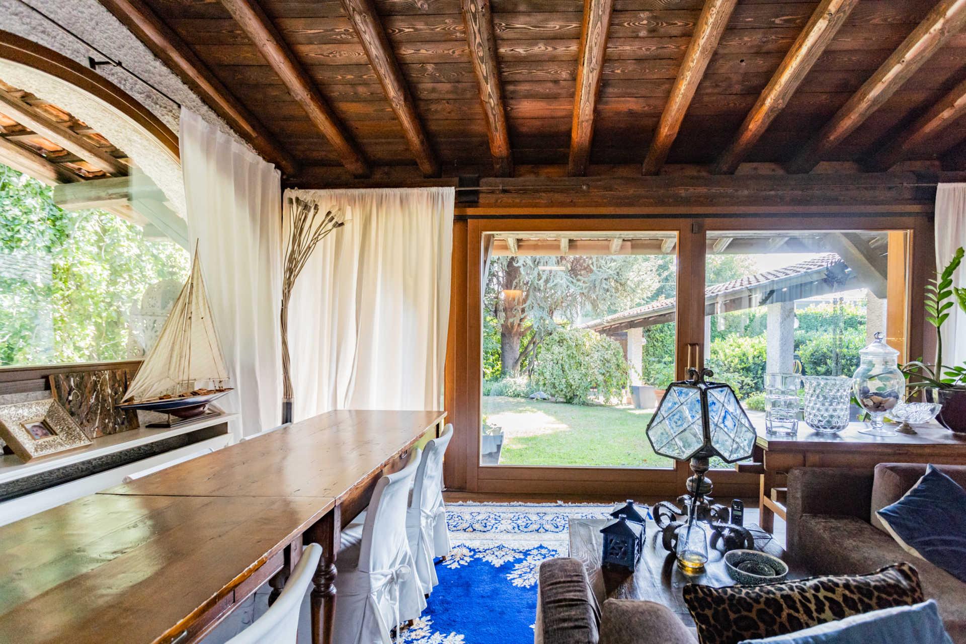villa-con-capannoni-vendita-cabiate (32)