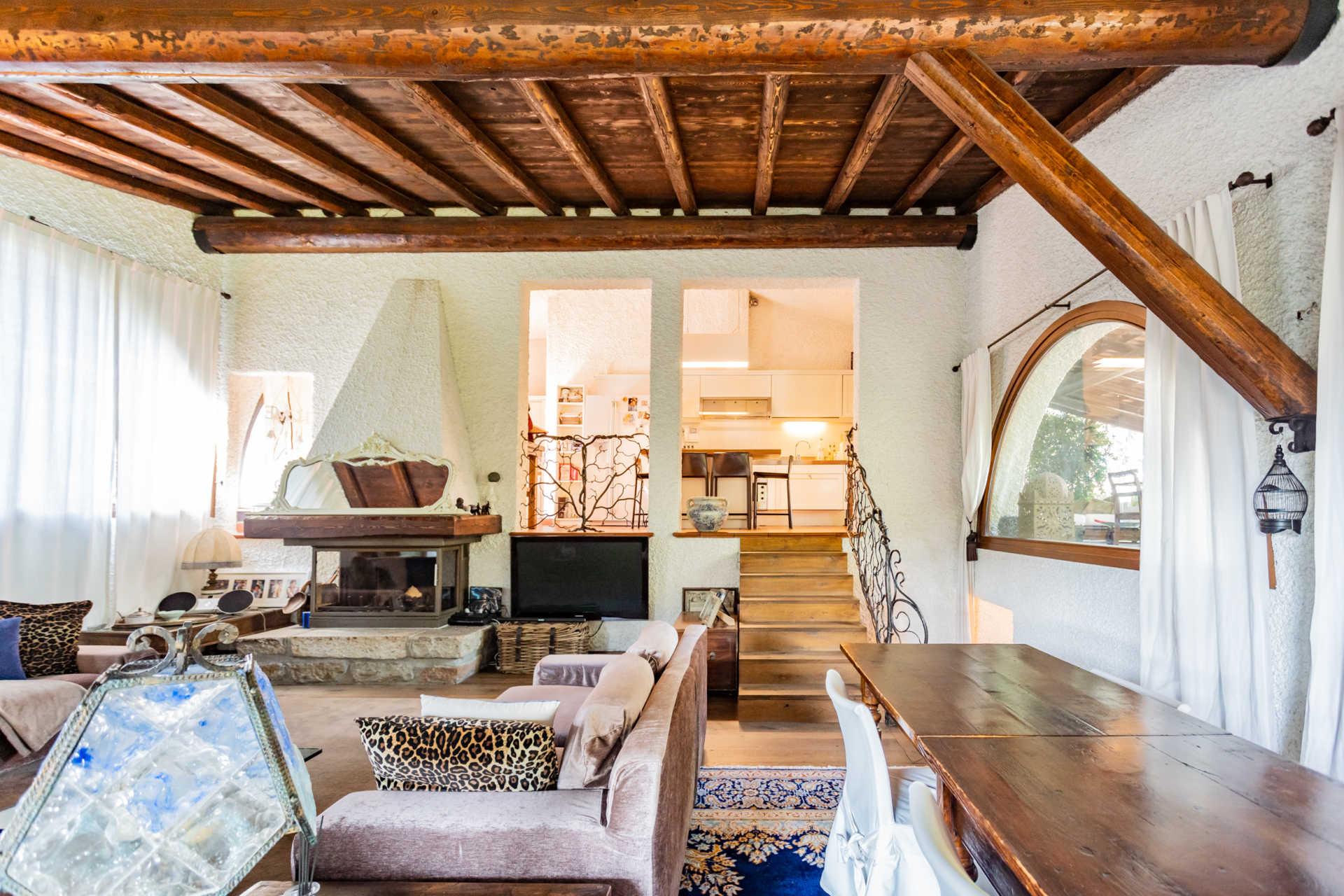 villa-con-capannoni-vendita-cabiate (35)