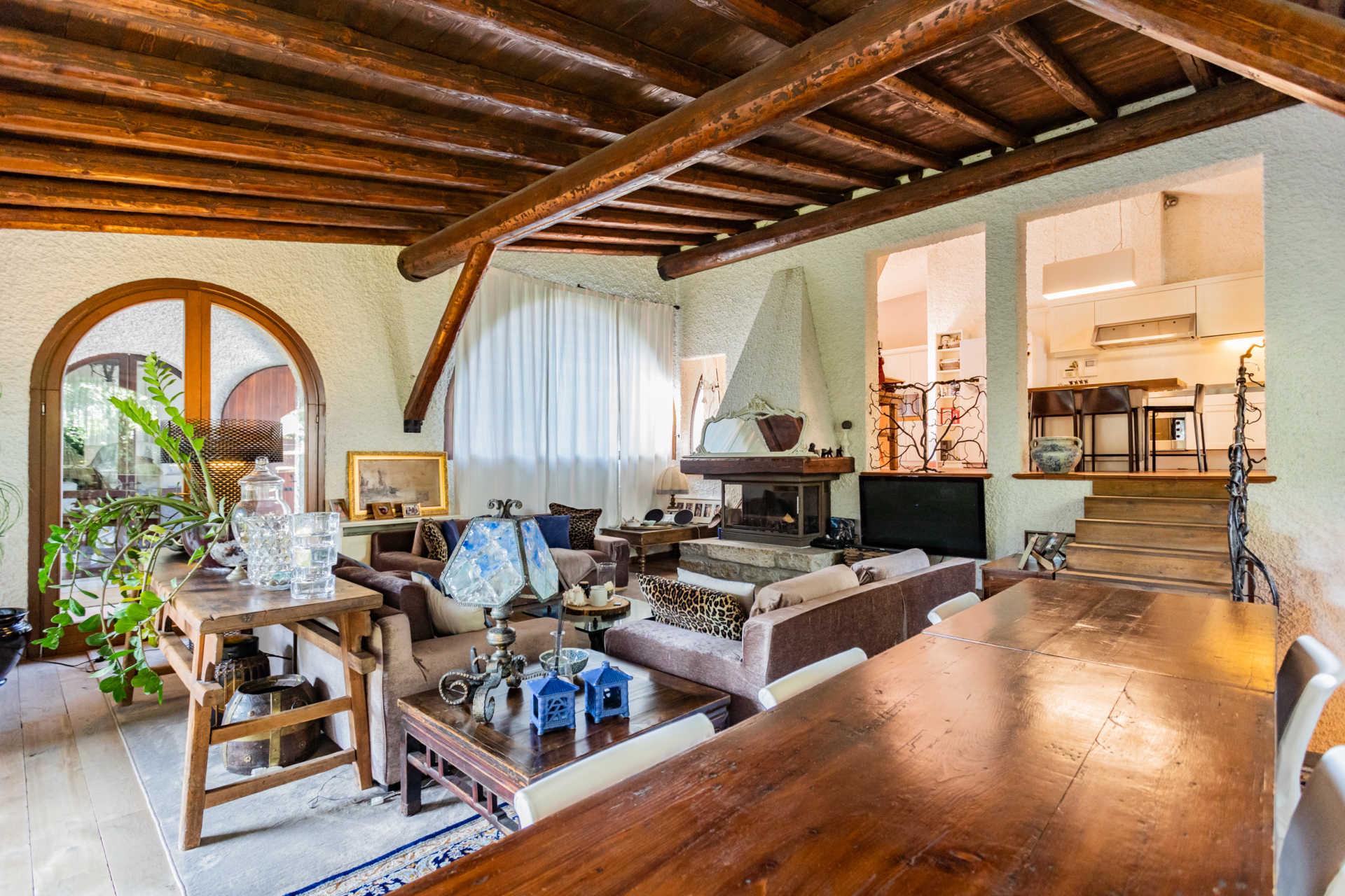 villa-con-capannoni-vendita-cabiate (36)