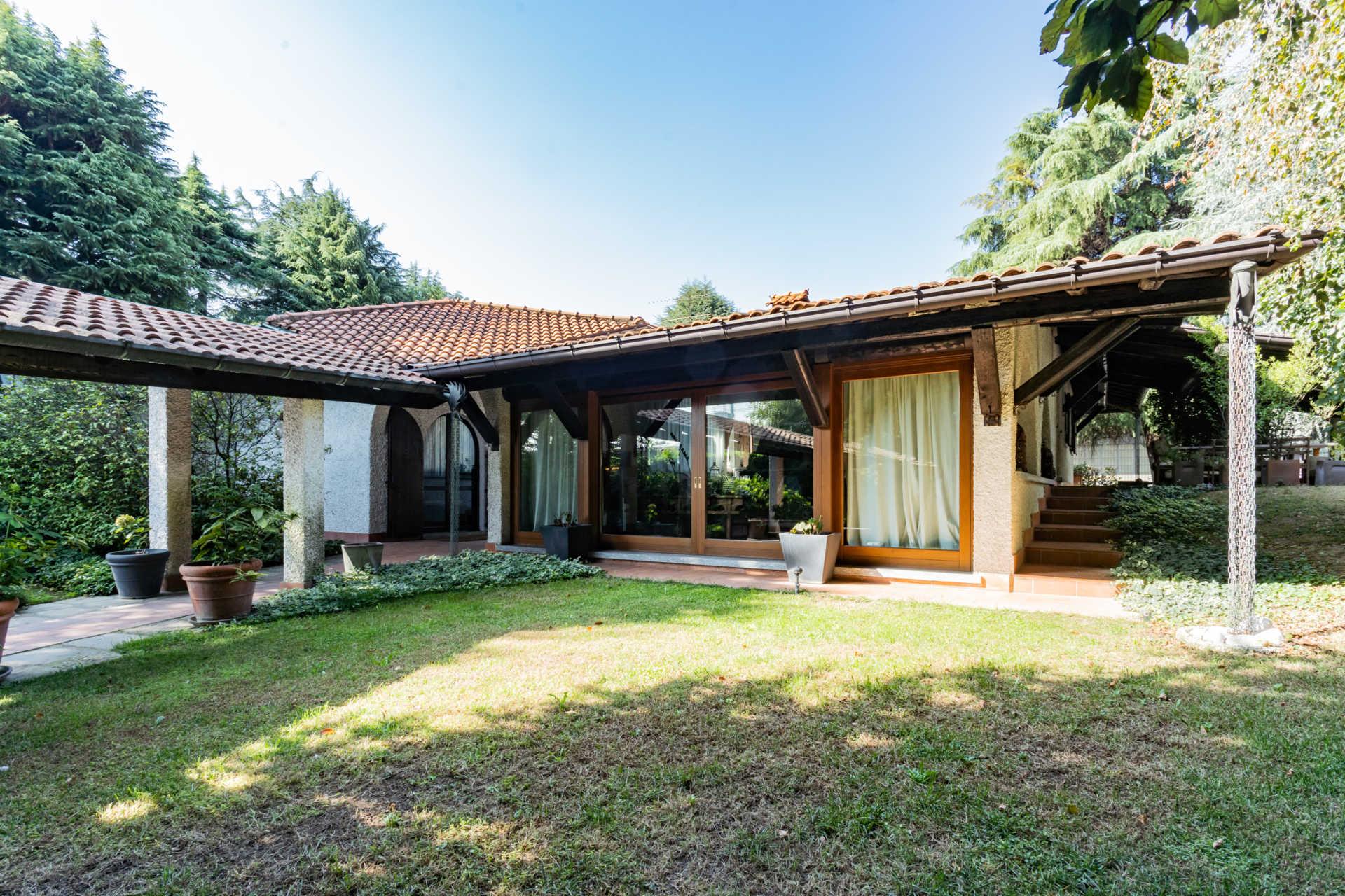 villa-con-capannoni-vendita-cabiate (42)