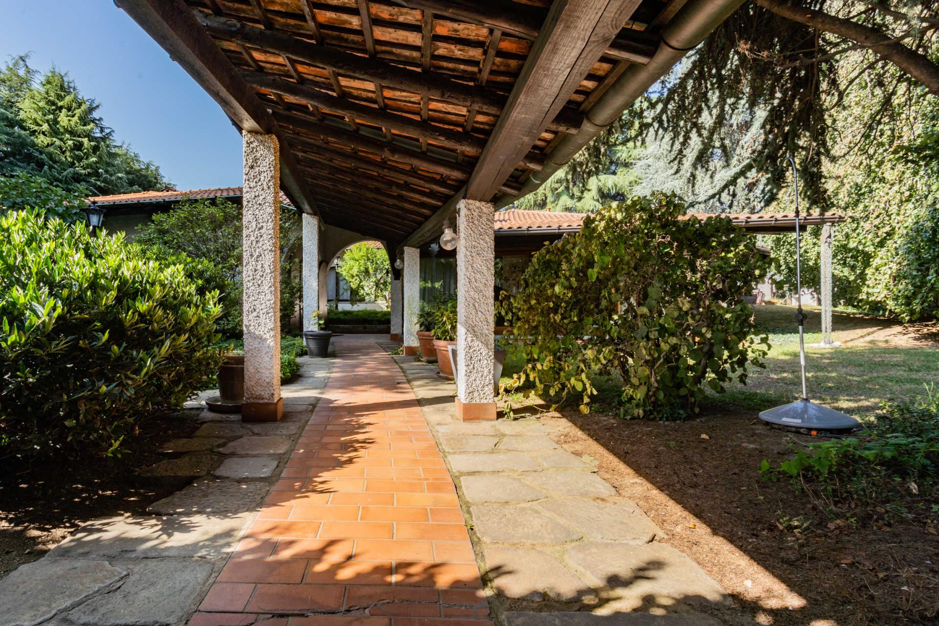 villa-con-capannoni-vendita-cabiate (43)