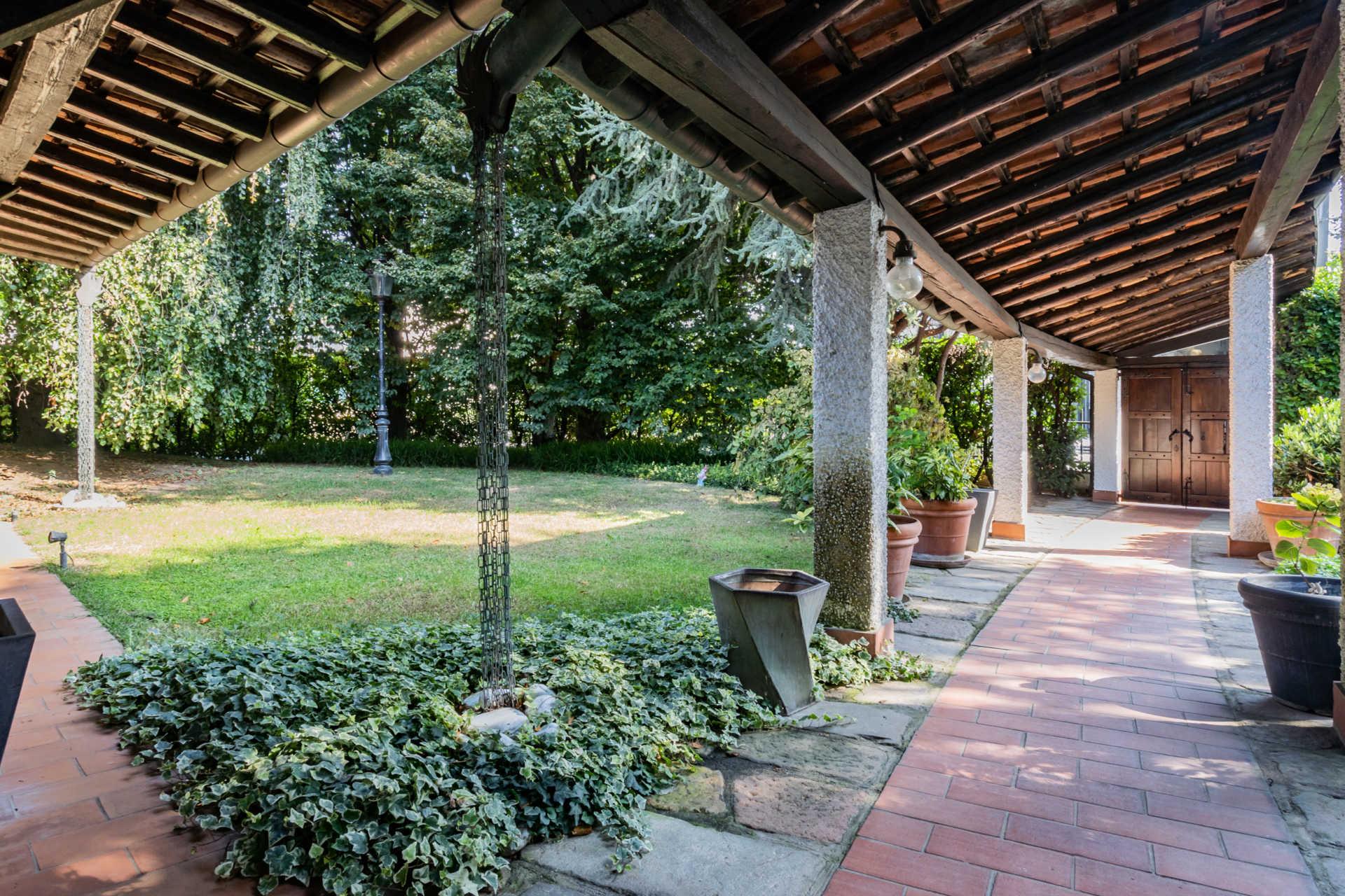 villa-con-capannoni-vendita-cabiate (46)