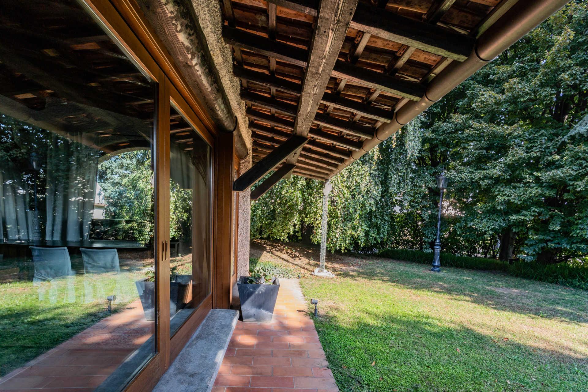 villa-con-capannoni-vendita-cabiate-agenzia-immobiliare-casa&style-milano-brianza
