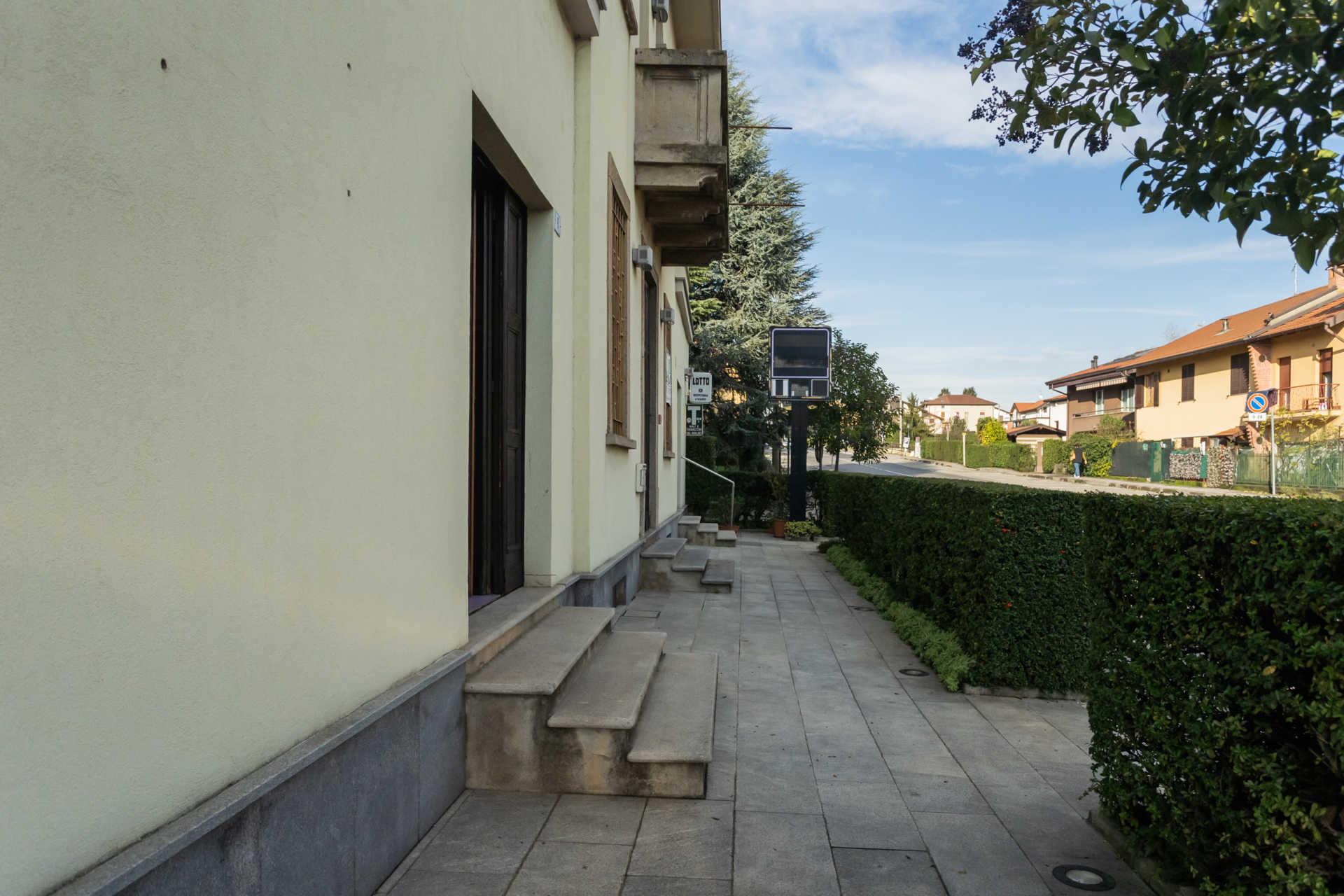 Casatenovo-vendita-Palazzina-con-terreno (32)
