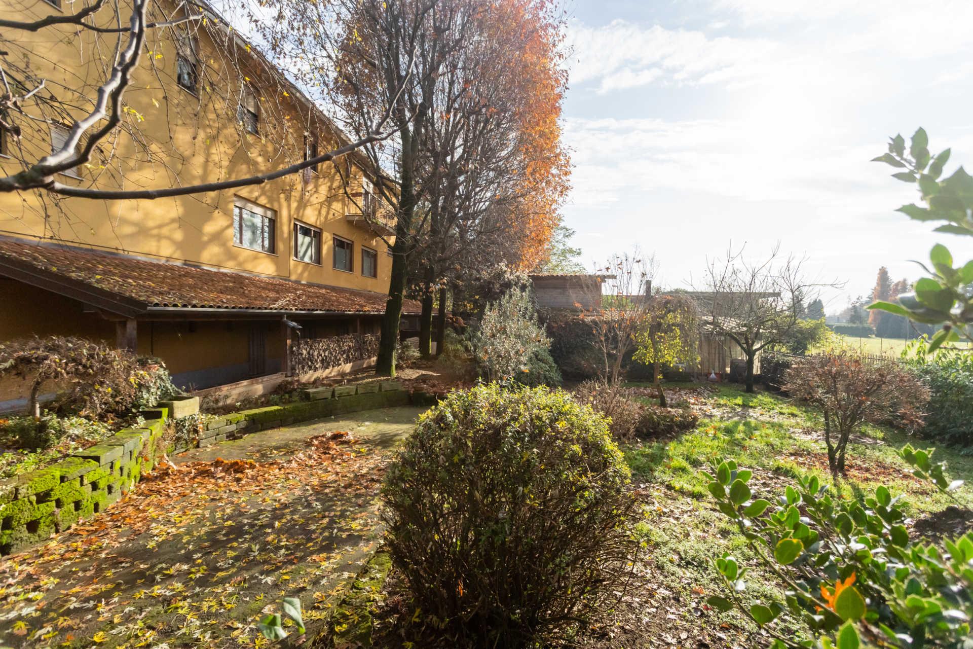 Casatenovo-vendita-Palazzina-con-terreno (36)