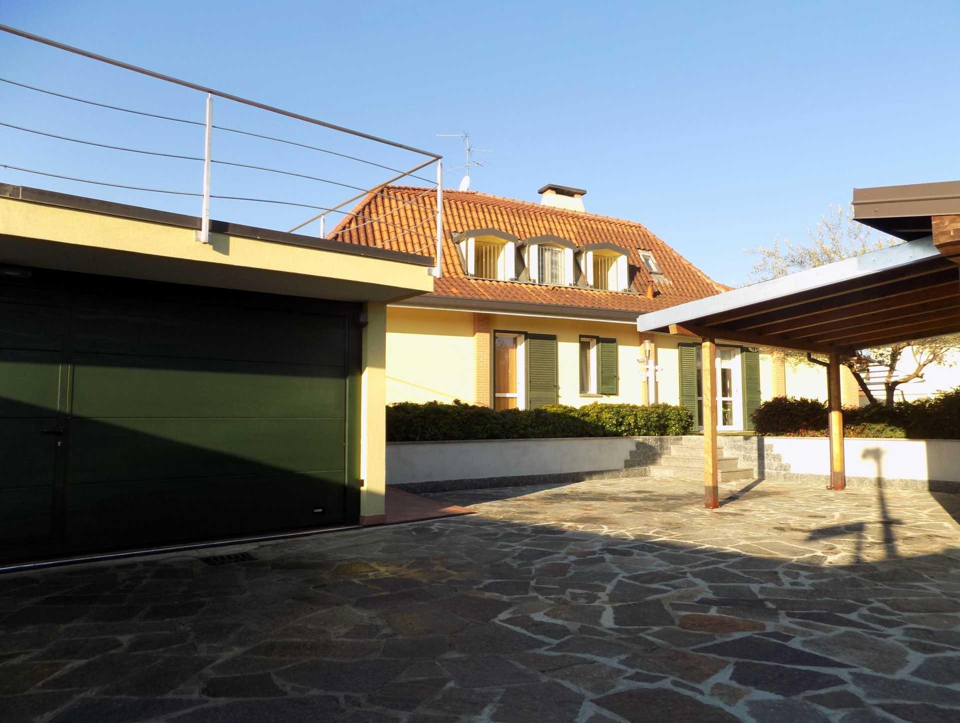 Cavenago di Brianza villa con piscina in vendita (2)