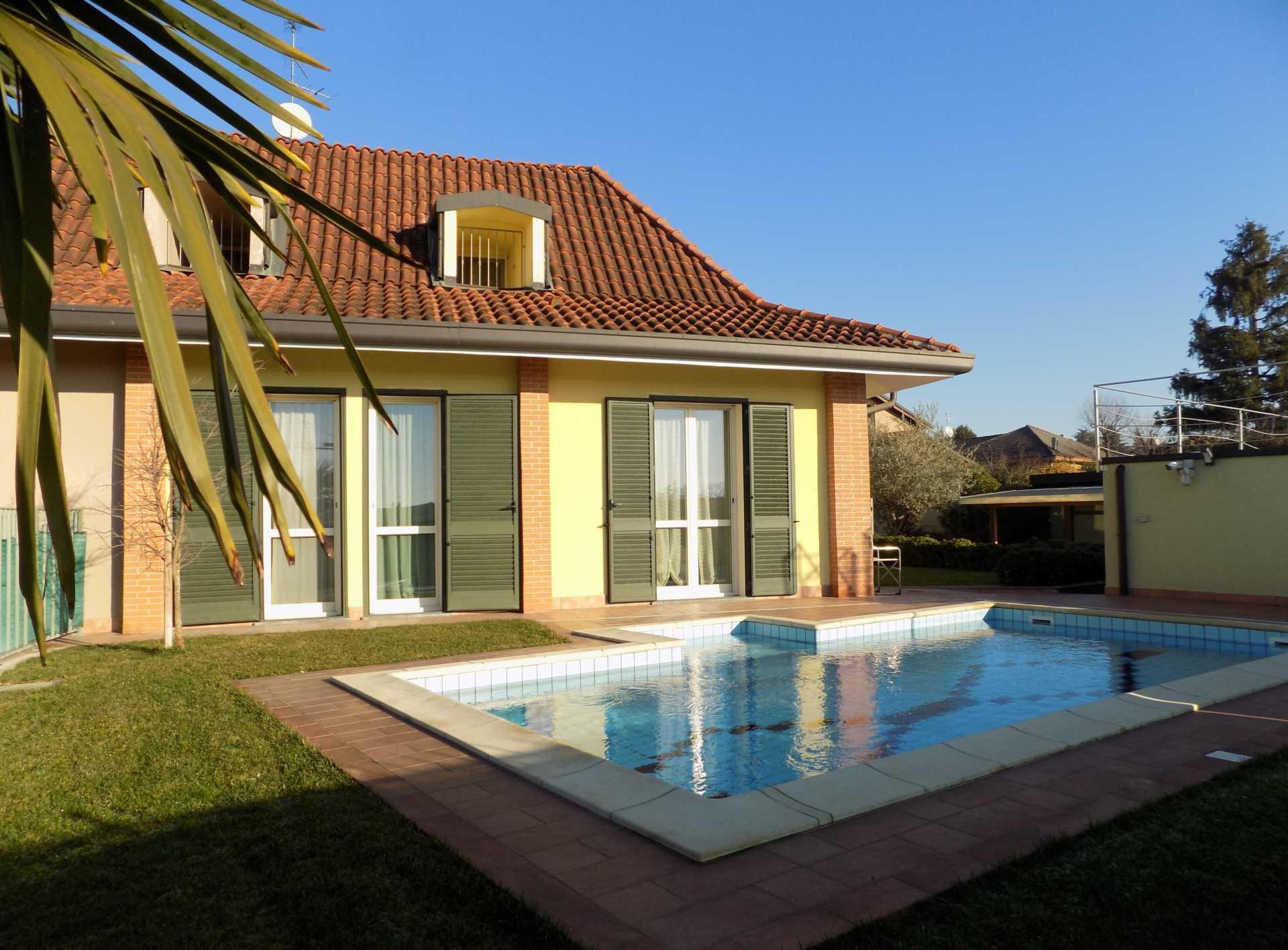 Cavenago di Brianza villa con piscina in vendita (4)