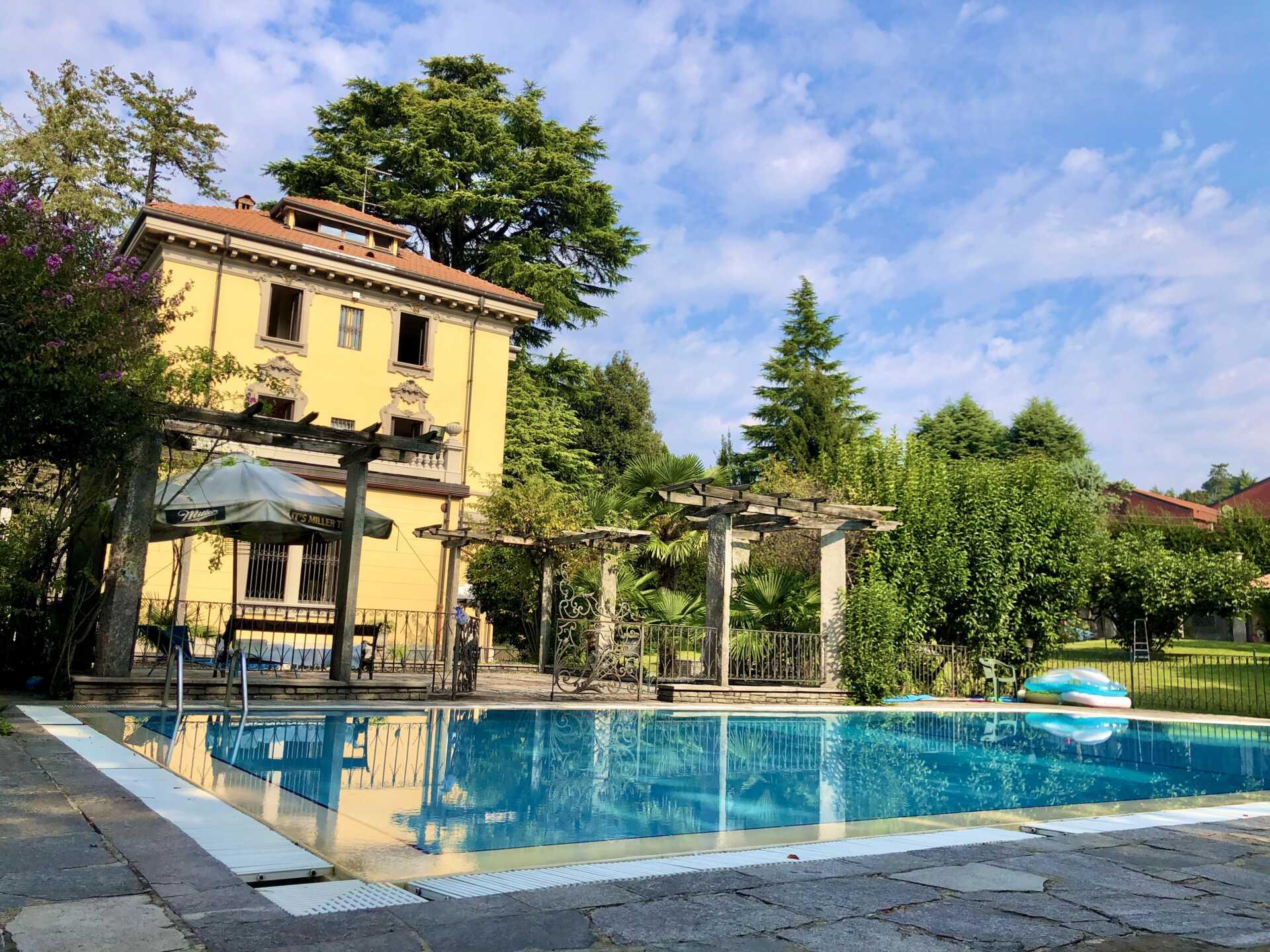 Villa D Epoca Con Piscina In Vendita A Merate