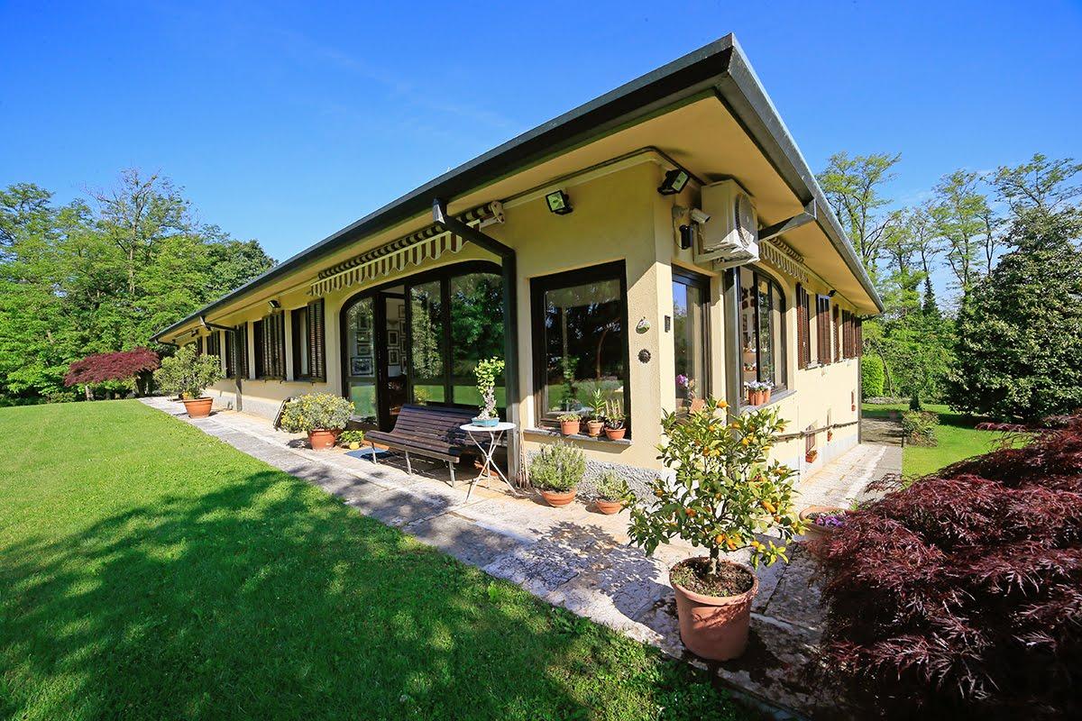 Casatenovo-villa-con-parco-in-vendita (10)