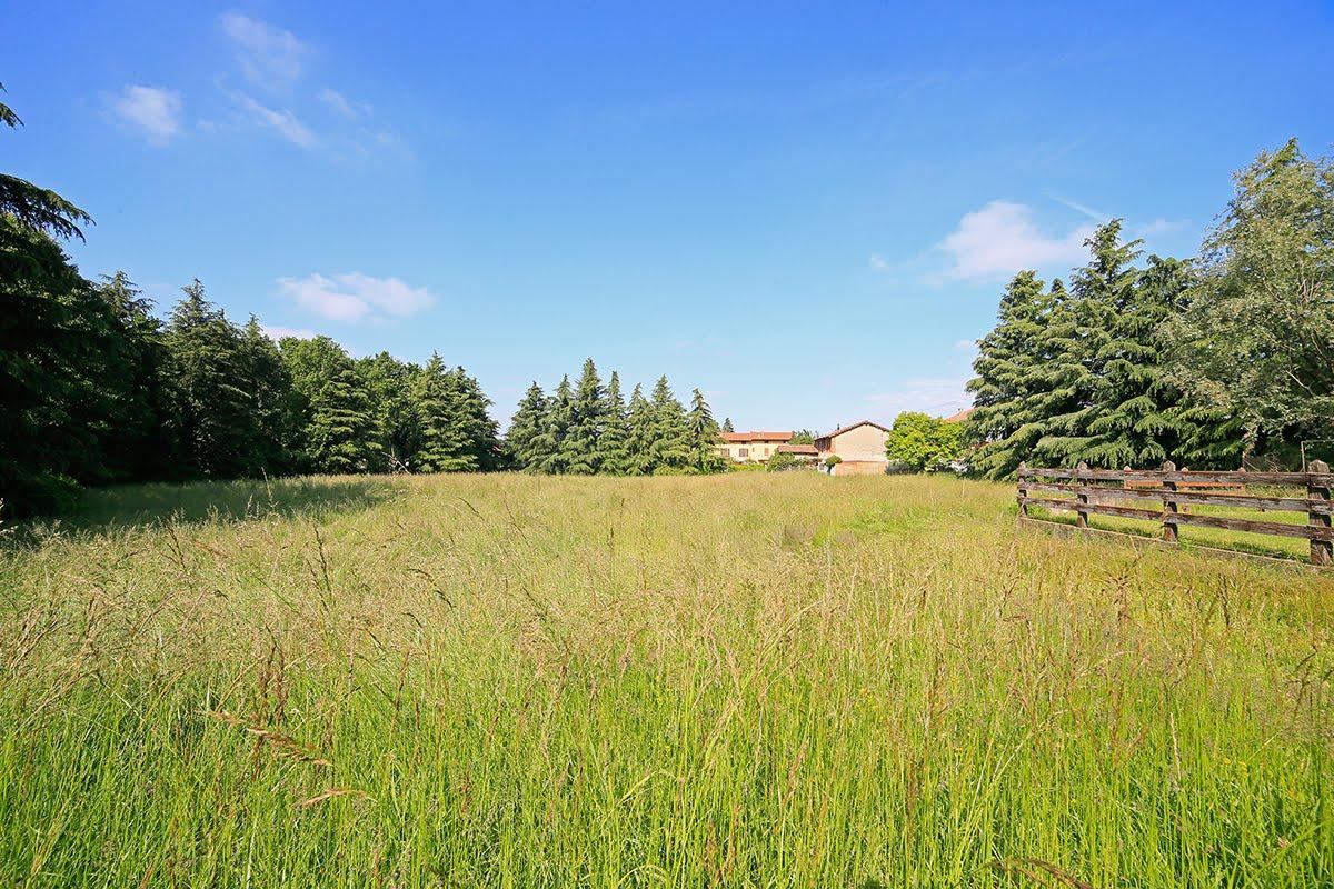 Casatenovo-villa-con-parco-in-vendita (11)