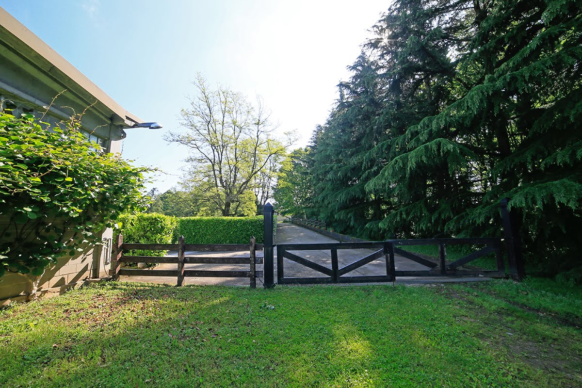 Casatenovo-villa-con-parco-in-vendita (15)