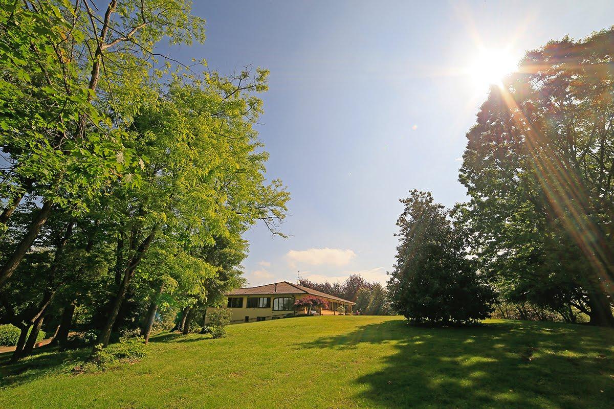 Casatenovo-villa-con-parco-in-vendita (18)