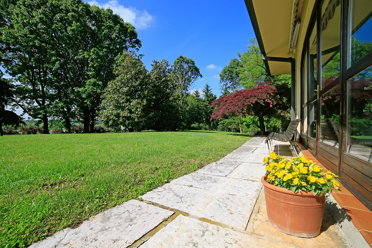Casatenovo-villa-con-parco-in-vendita (21)