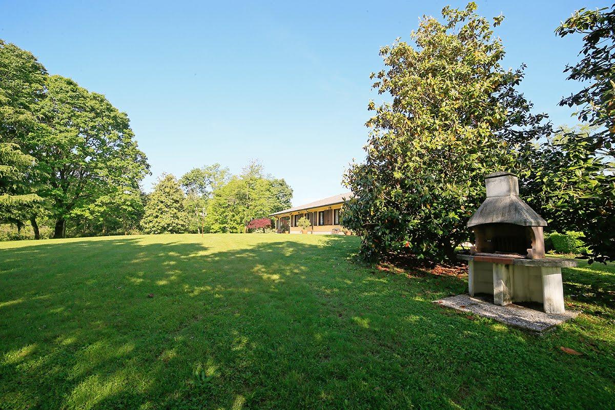 Casatenovo-villa-con-parco-in-vendita (3)