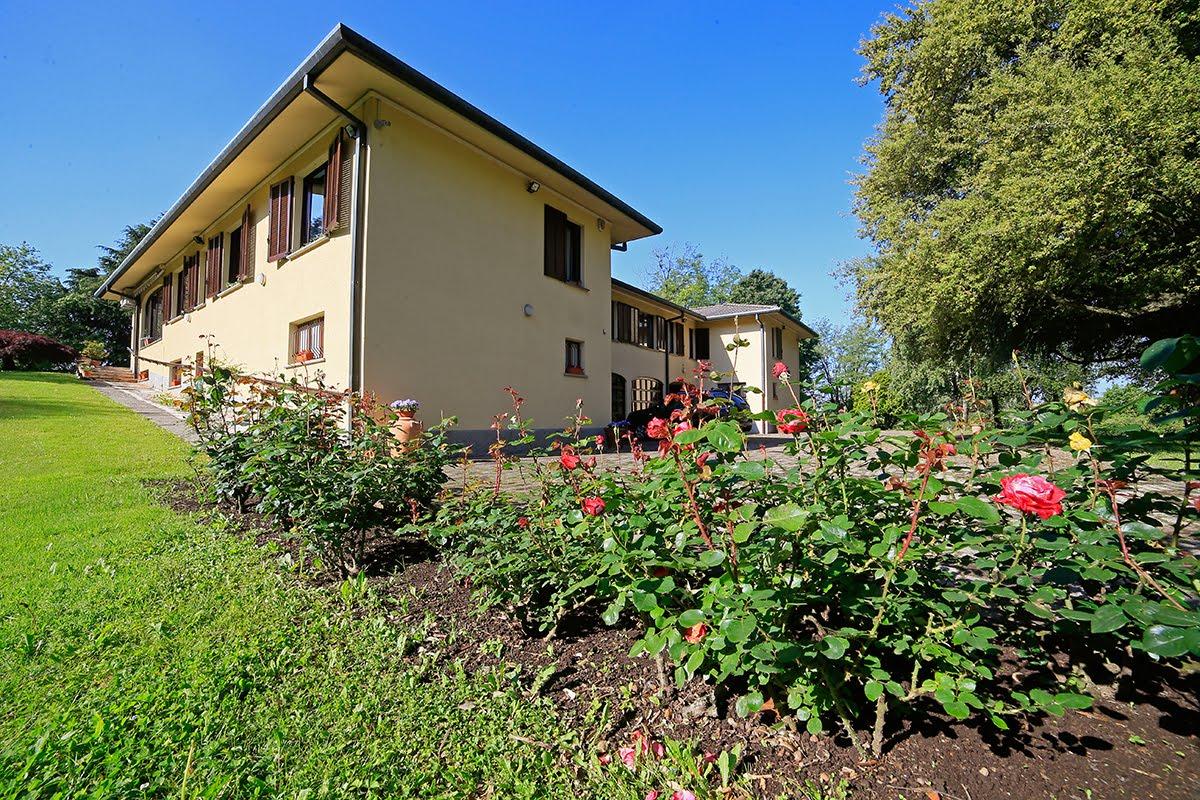 Casatenovo-villa-con-parco-in-vendita (4)