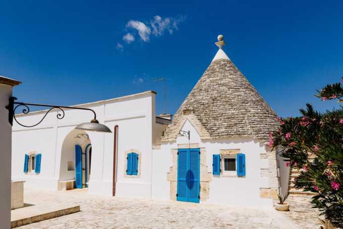 Puglia-vendita-Villa-con-Trullo-e-piscina
