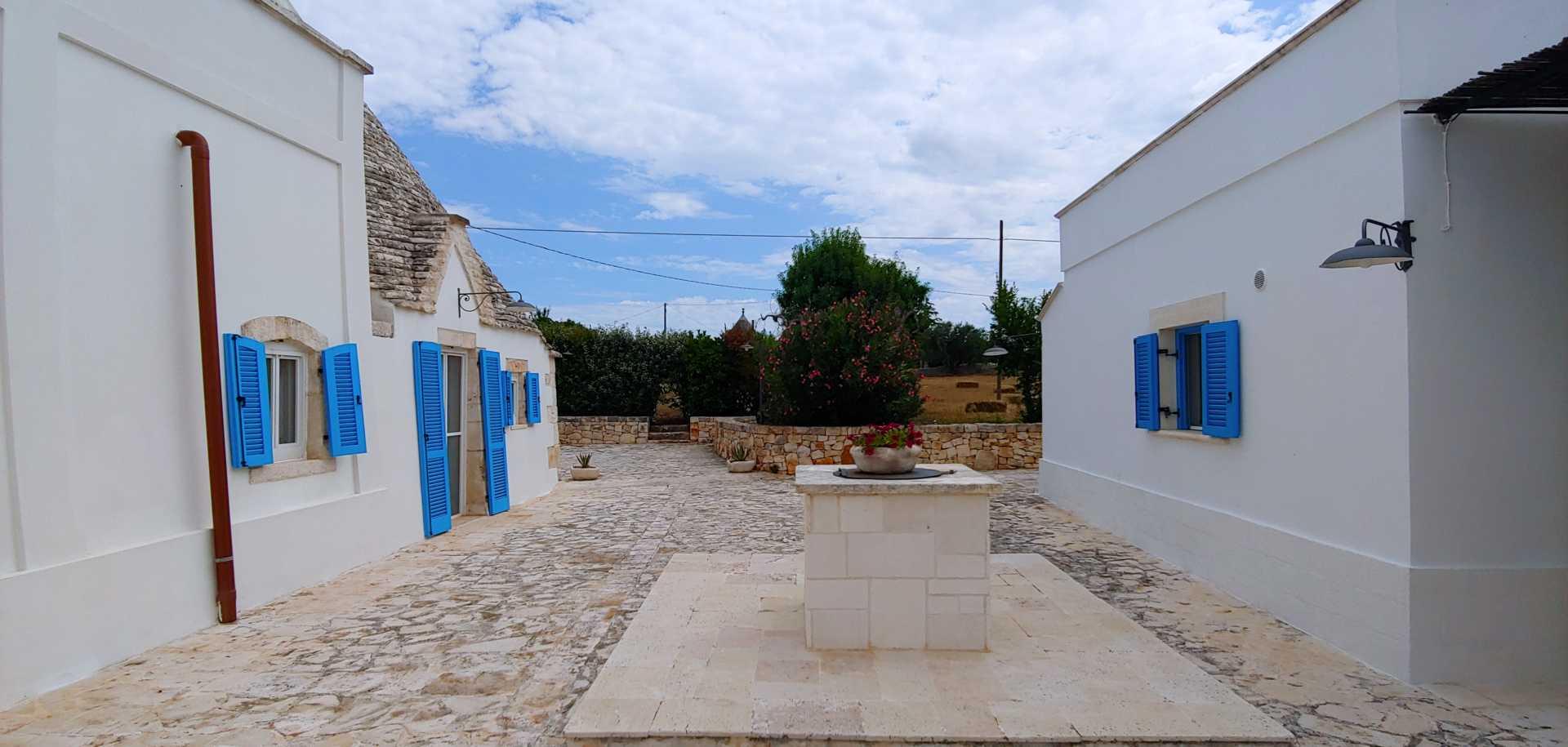 Puglia-vendita-Villa-con-Trullo-e-piscina (10)