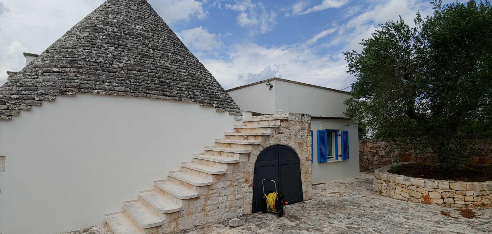 Puglia-vendita-Villa-con-Trullo-e-piscina (11)