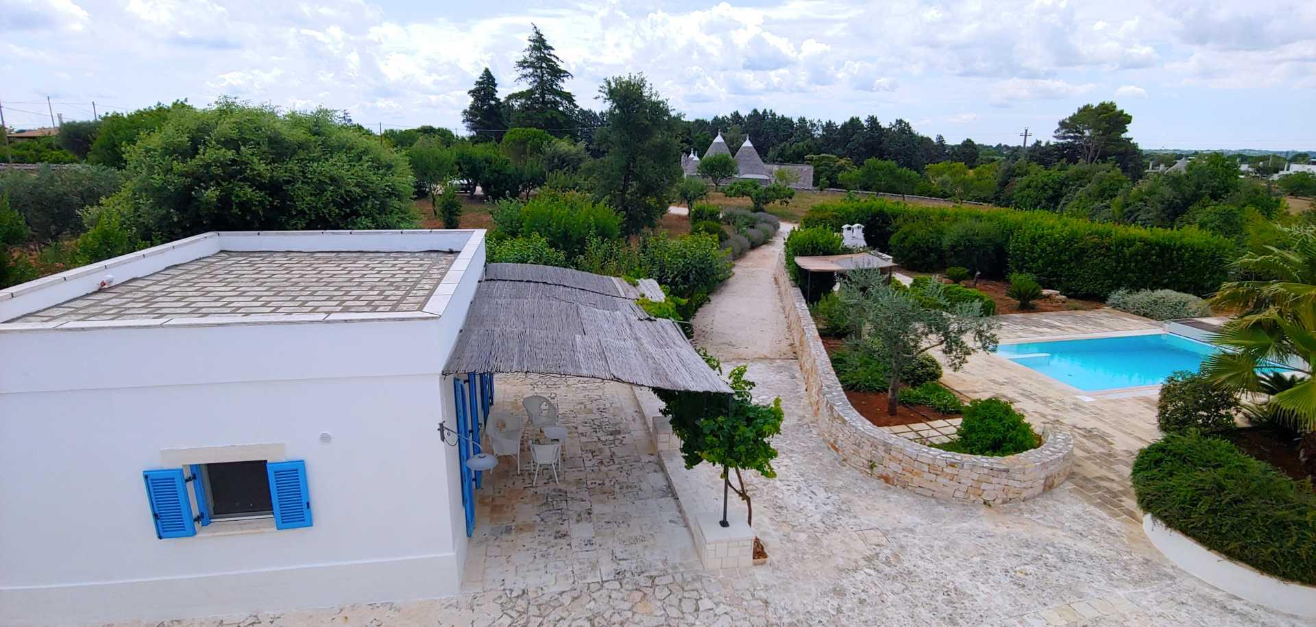 Puglia-vendita-Villa-con-Trullo-e-piscina (13)