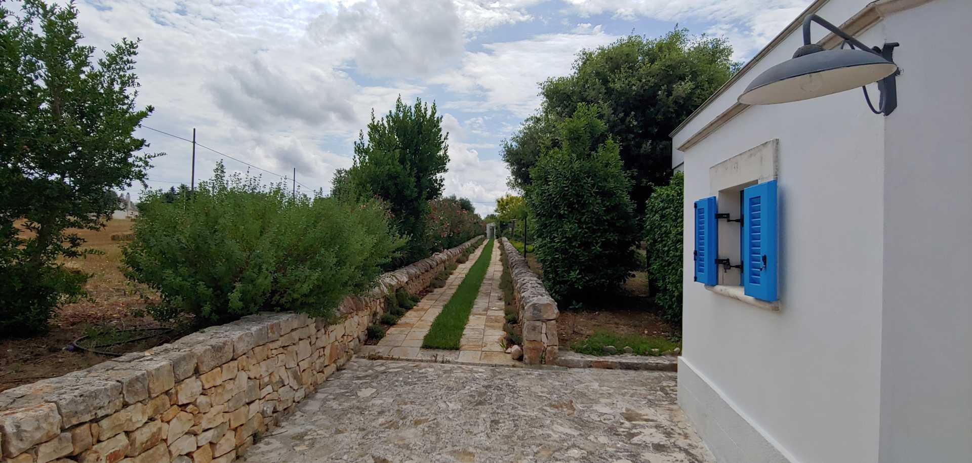 Puglia-vendita-Villa-con-Trullo-e-piscina (18)