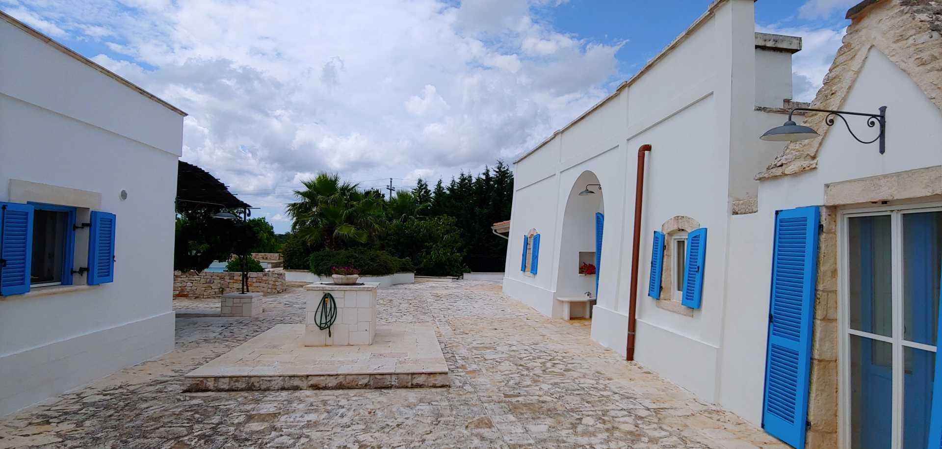 Puglia-vendita-Villa-con-Trullo-e-piscina (19)