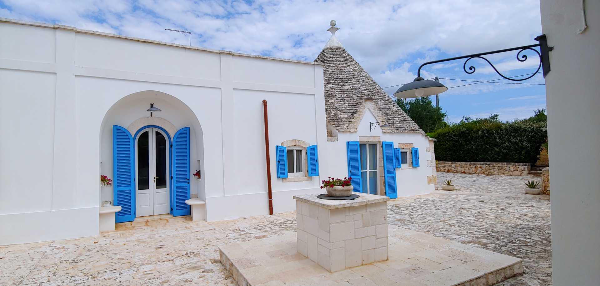 Puglia-vendita-Villa-con-Trullo-e-piscina (2)