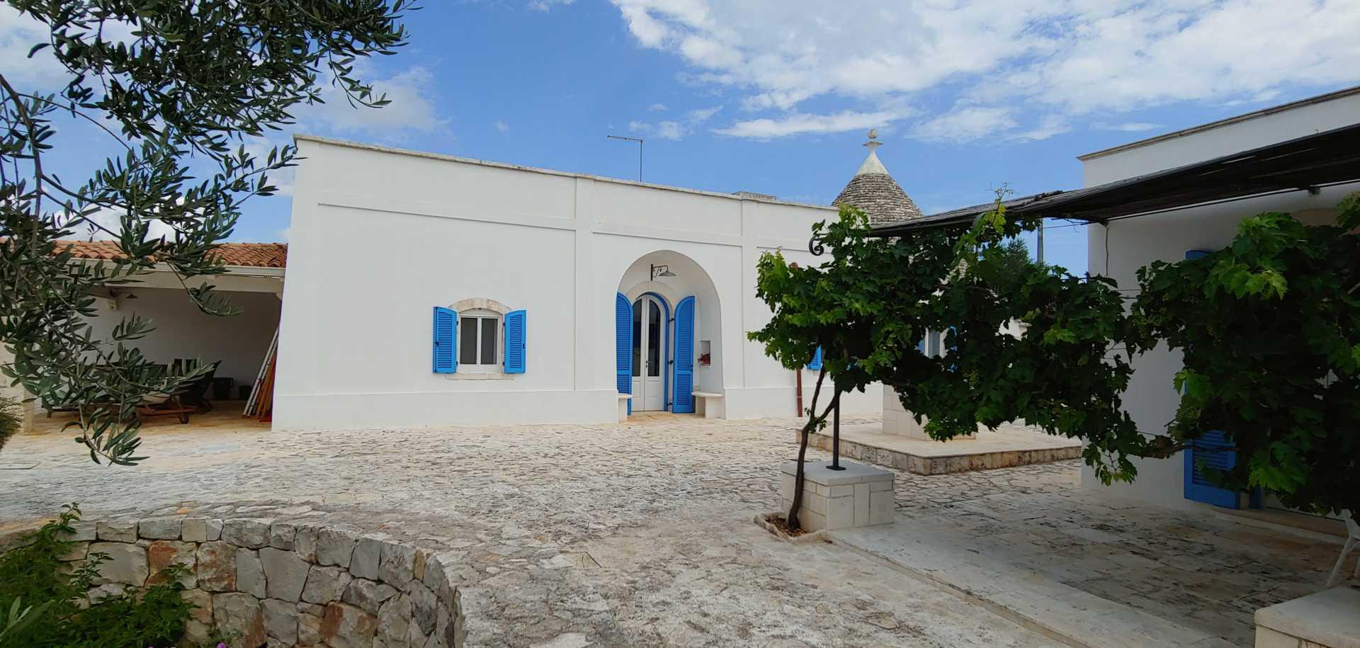 Puglia-vendita-Villa-con-Trullo-e-piscina (20)