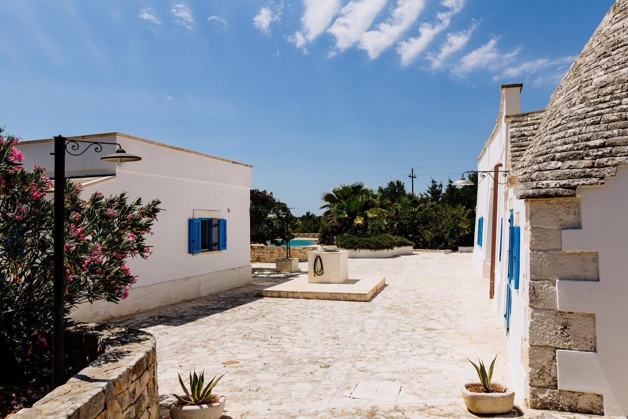 Puglia-vendita-Villa-con-Trullo-e-piscina (27)
