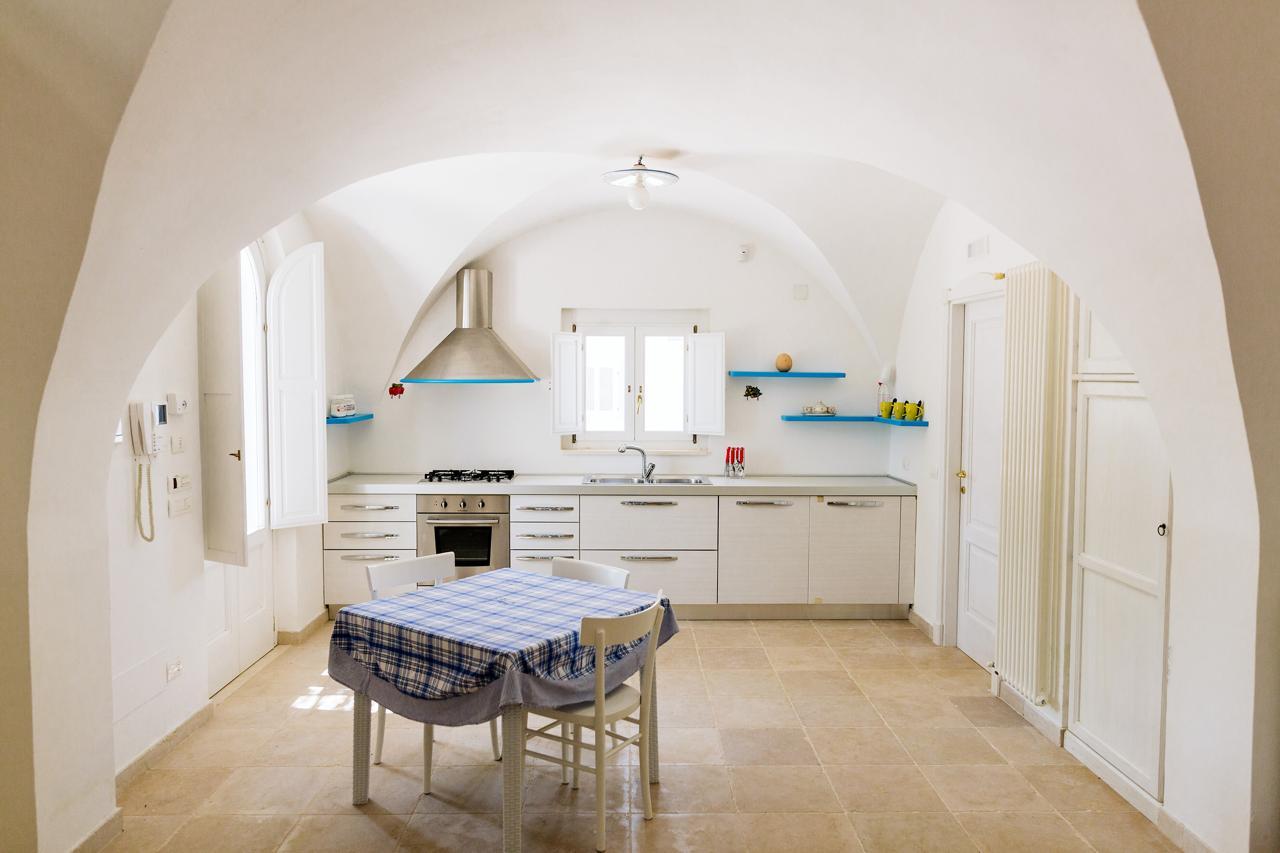 Puglia-vendita-Villa-con-Trullo-e-piscina (3)