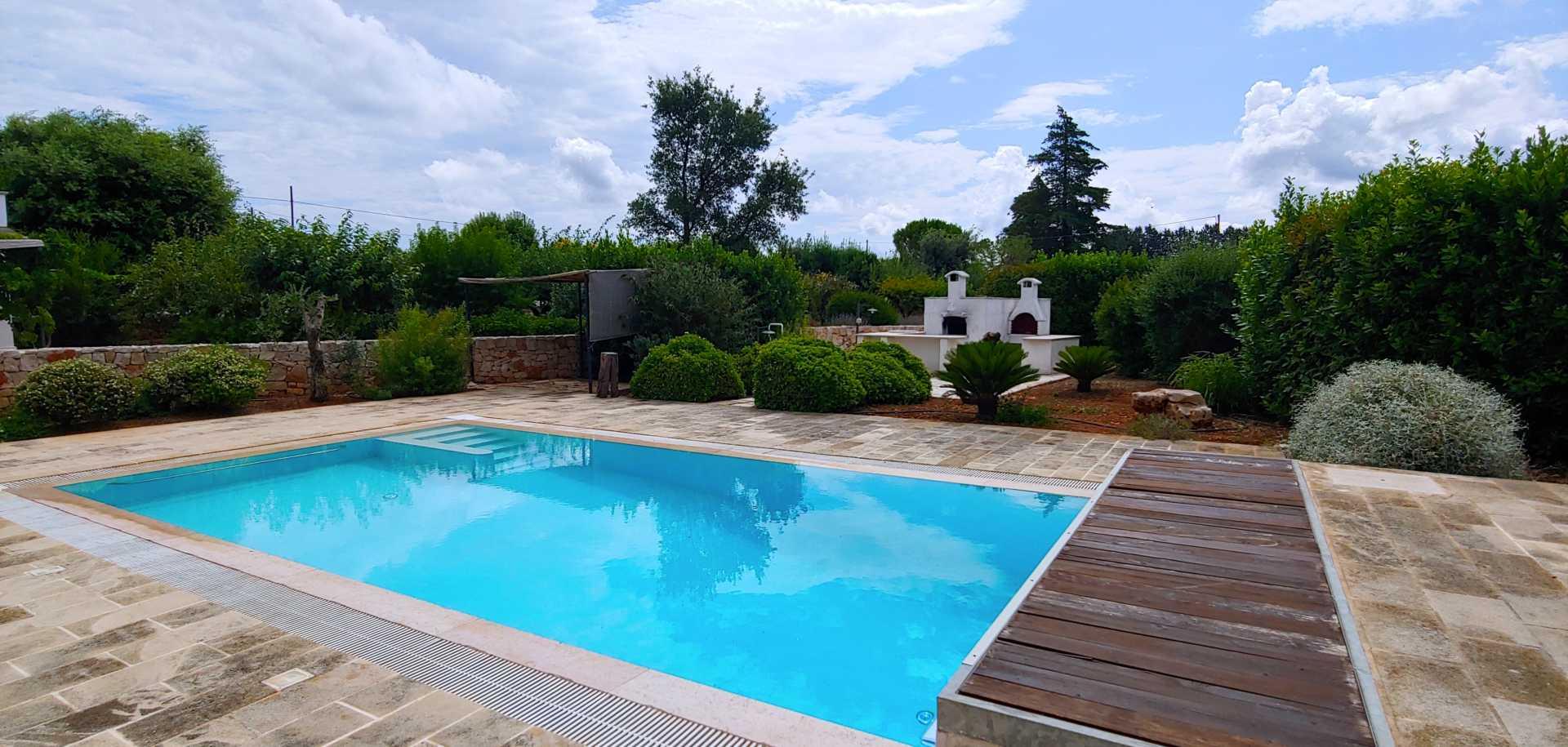 Puglia-vendita-Villa-con-Trullo-e-piscina (4)