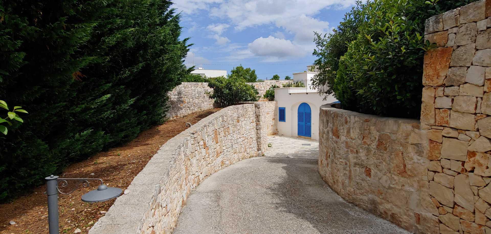 Puglia-vendita-Villa-con-Trullo-e-piscina (6)