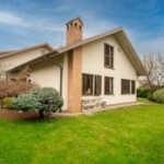 Bernareggio-vendita-villa-con-giardino-agenzia-immobiliare-milano-brianza-casaestyle