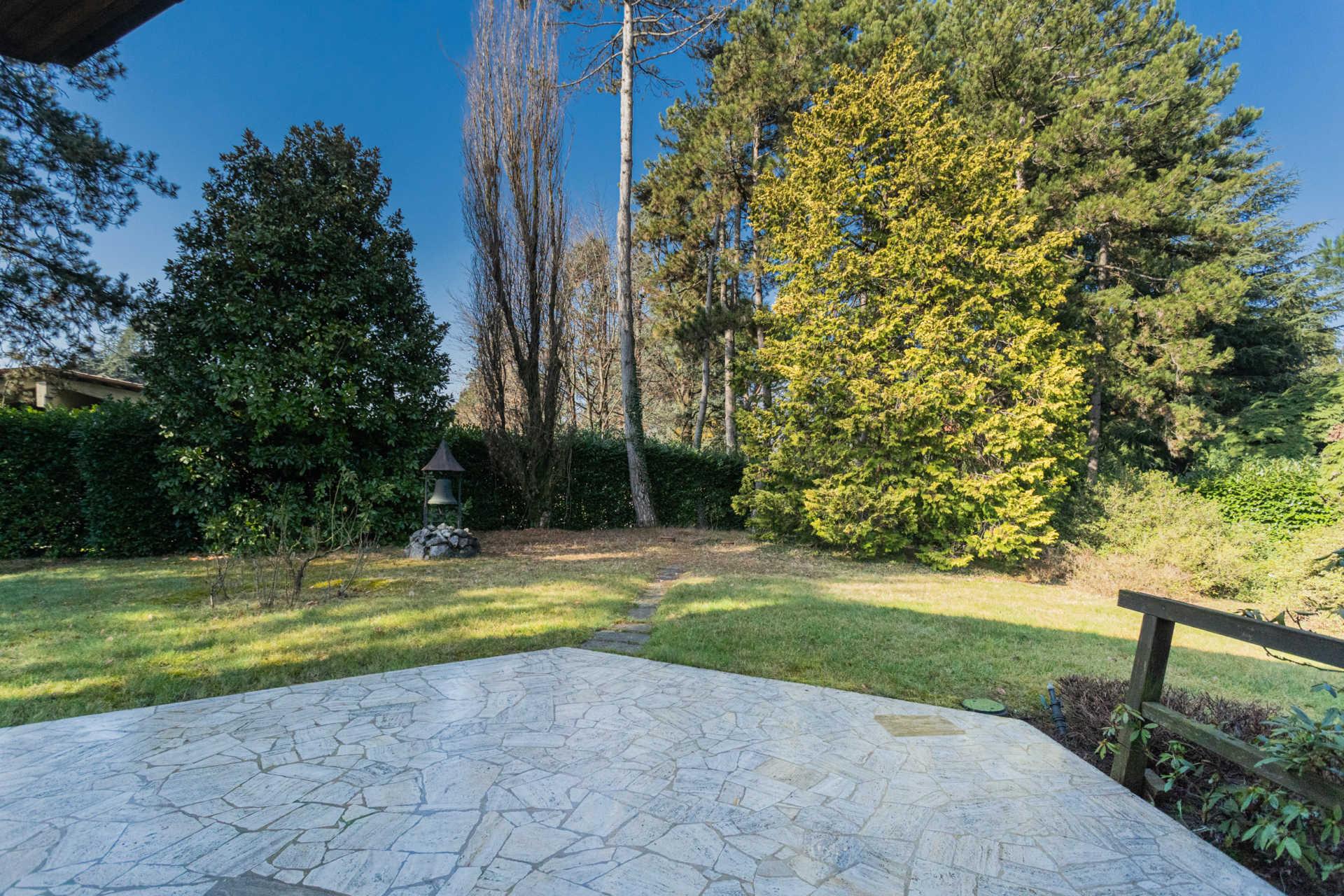 Villa-singola-Carate-Brianza-in-vendita (1)