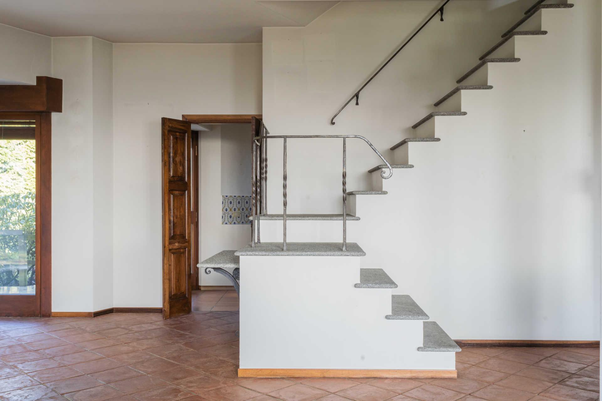 Villa-singola-Carate-Brianza-in-vendita (24)