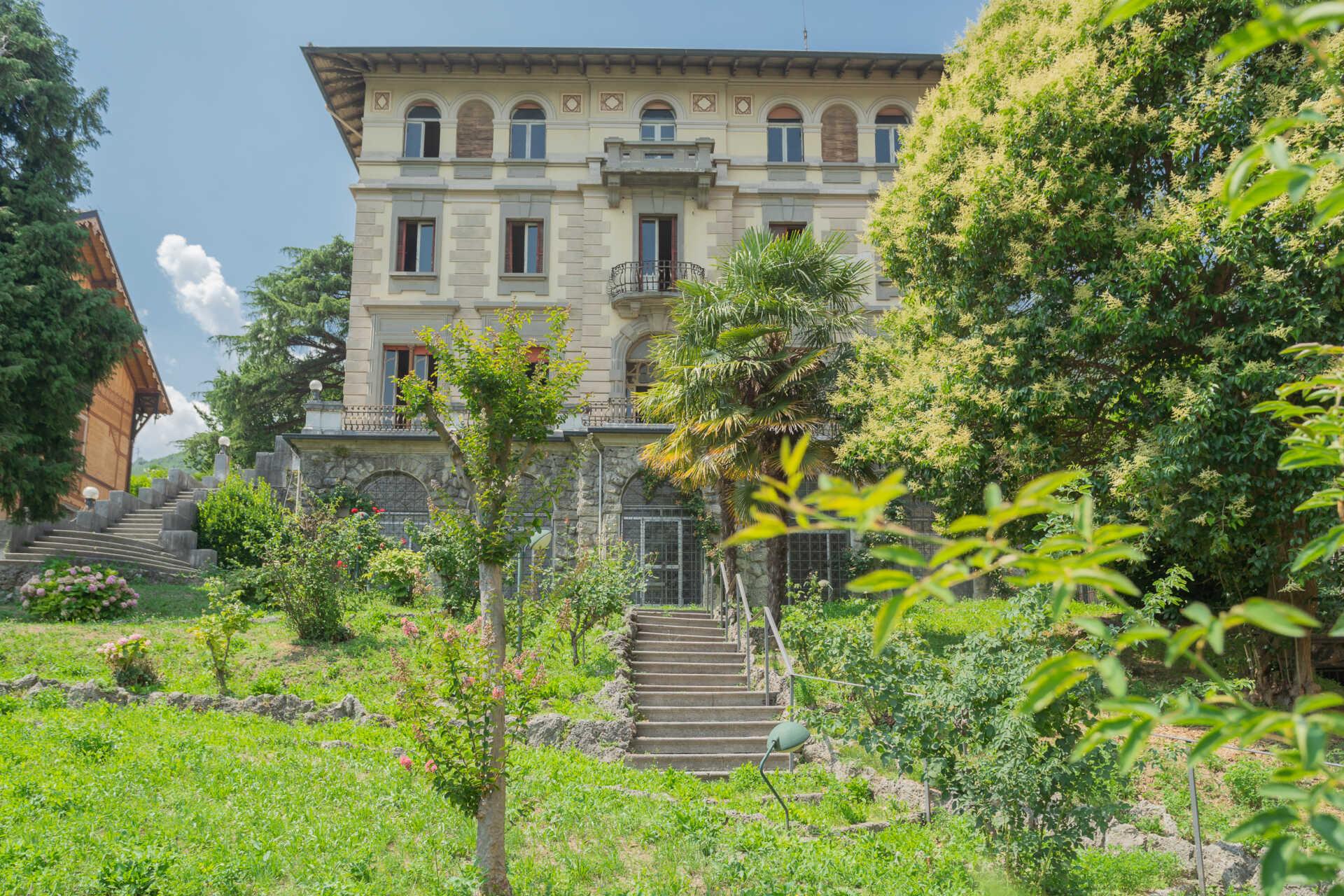 villa-in-vendita-a-lovere-sul-lago-diseo