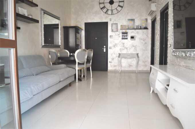Roncello vendita appartamento ultimo piano con terrazzo