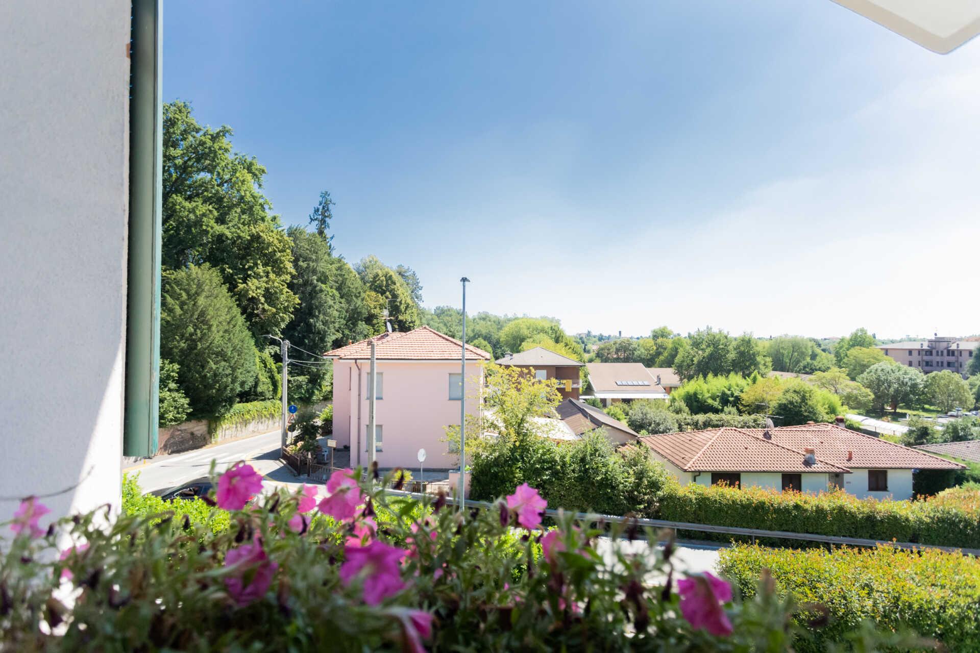 Usmate Velate vendita villa con due appartamenti