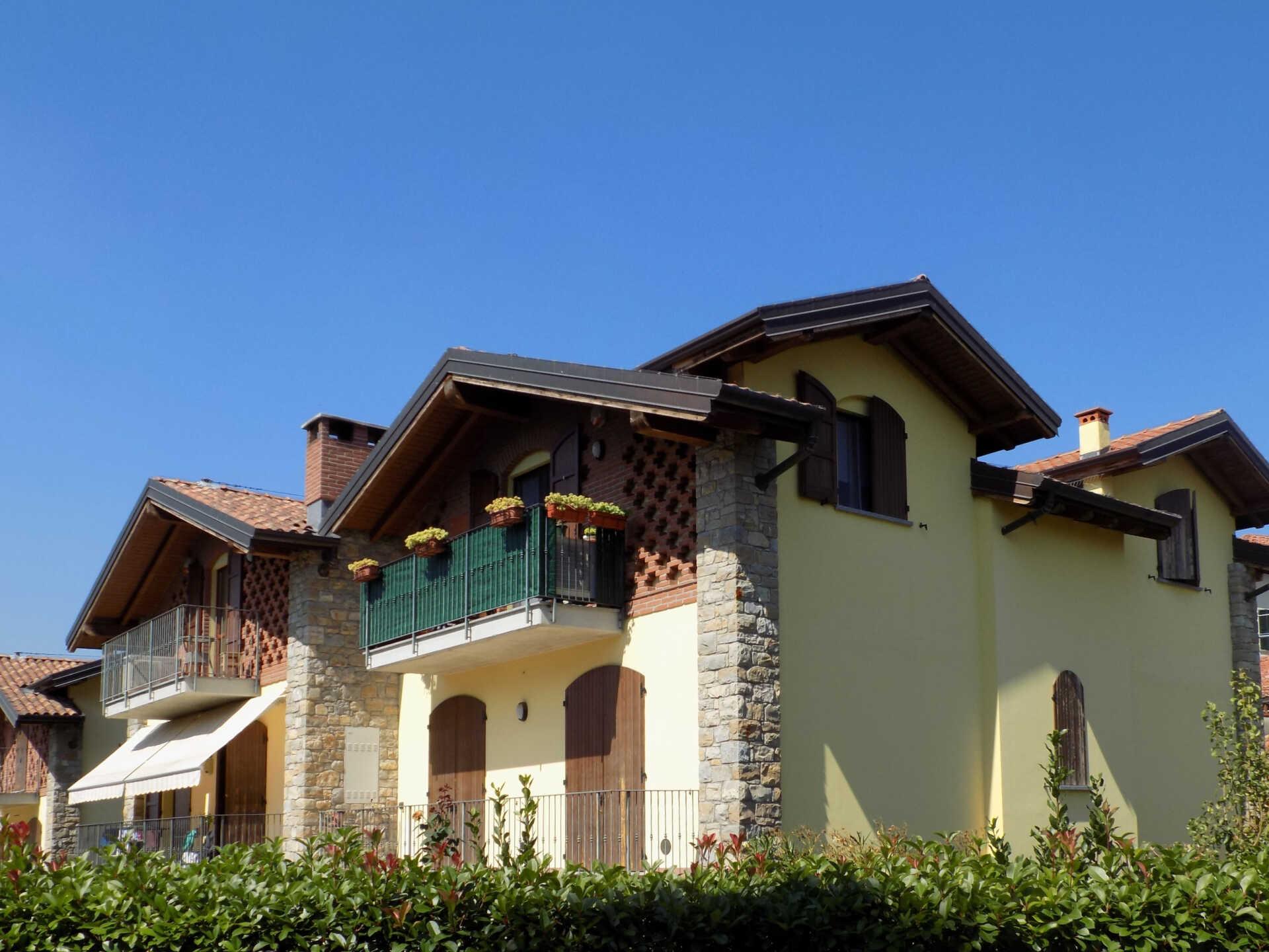 Appartamento ultimo piano in vendita a Calco (1)